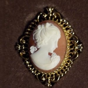 Vintage 1970 Avon Oval Cameo Pin and Locket